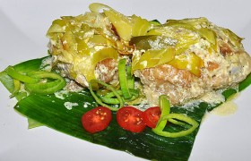 Курица с луком-пореем в сливочном соусе