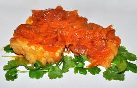 Треска с томатно-овощным соусом
