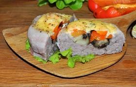 Котлеты с овощами, беконом и сыром