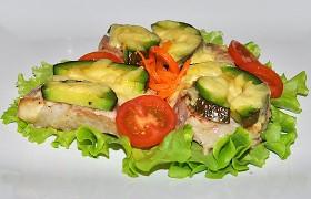 Запеченная свинина с авокадо и сыром