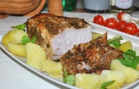 Свиная корейка, запеченная куском в рукаве