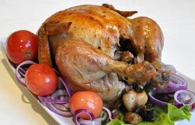 Запеченная курица, фаршированная грибами