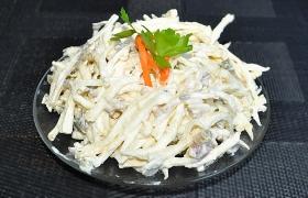 Пикантный салат из корня сельдерея
