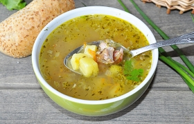 Картофельный суп с копчеными ребрами