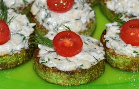 Жареные кабачки с сыром или помидорами