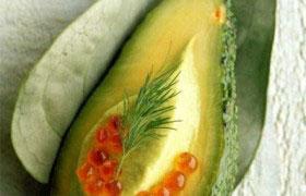 Мусс из авокадо с красной икрой