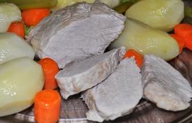 Отварная свинина с овощами