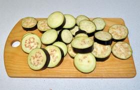 Срезаем плодоножку, нарезаем кружочками не менее 10-12 мм толщиной.