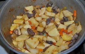 Картошка с куриными потрохами - рецепт пошаговый с фото