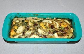 В зависимости от толщины запеканки и нрава духовки на это потребуется от 20 до 30 минут. Вся яичная заливка пропеклась - готово.