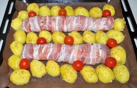 Вокруг укладываем половинки картофеля, смазываем его маслом с помощью кисточки, добавляем черри. И еще немного приправляем пряными травами и крошкой сушеных томатов (что желательно, но необязательно).