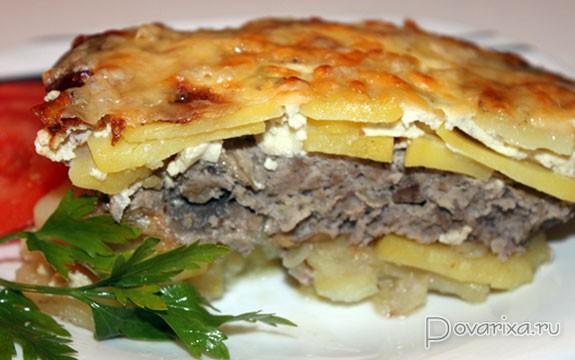 Блюдо из фарша картофеля и шампиньонов