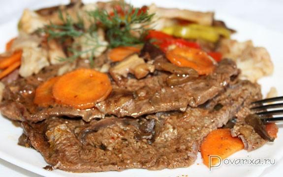 тушеная говядина с овощами в духовке