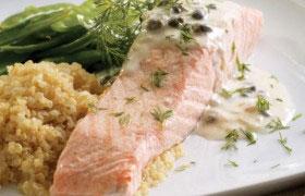 Отварная семга (лосось) под пикантным соусом