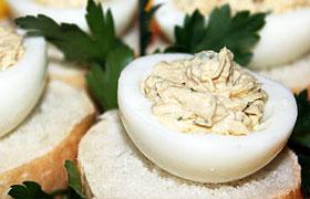 Яйца, фаршированные тунцом