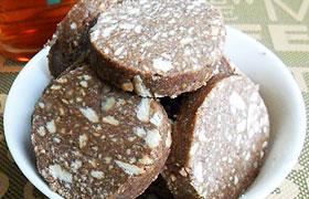 Сливочная колбаска с печеньем и какао