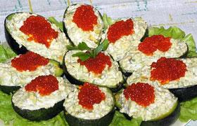 Закуска из авокадо с рыбой и икрой