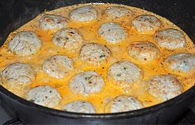 Куриные фрикадельки в томатно-сметанном соусе