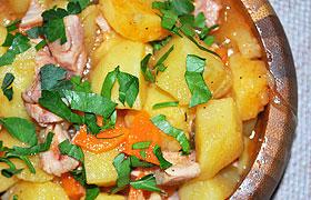 Тушеная картошка с копченой курицей