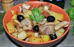 Запеченный кролик с овощами и маслинами