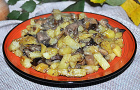 Жареные лесные грибы с картофелем