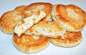 Сырники с курагой и орехами