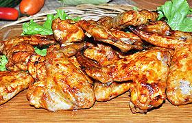 Запеченные крылышки в томатном пряном соусе