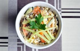 Салат с печенью, морковью и яйцами