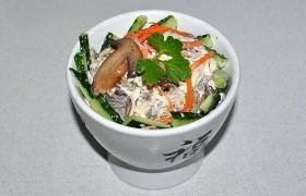 Салат из курицы с шампиньонами и морковью по-корейски