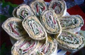 Закуска-рулет из лаваша с мясным фаршем