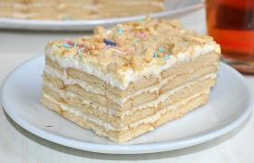 Торт без выпечки из печенья с кремом