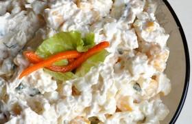 Салат из курицы с сыром, яйцом и кукурузой