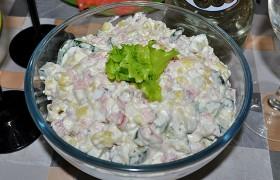 Салат со щупальцами кальмара и картофелем