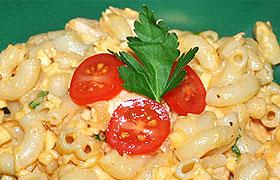 Паста с курицей в сливочно-сырном соусе