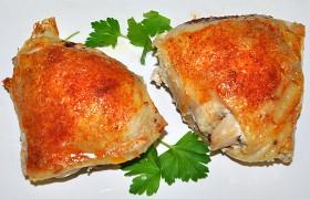Куриные бедрышки, запеченные с грибами
