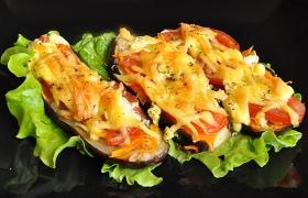 Баклажаны с овощами и сыром в духовке