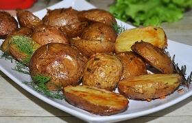 Запеченный картофель с розмарином и чесноком