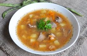 Картофельно-фасолевый суп с куриной печенью