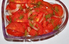 Закуска из лука и помидоров