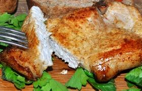 Жареная свиная корейка на косточке