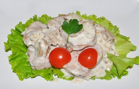 Свиные медальоны в сливочно-грибном соусе