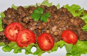 Чечевица с мясом и грибами
