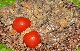 Говяжья печень с грибами в сливочном соусе