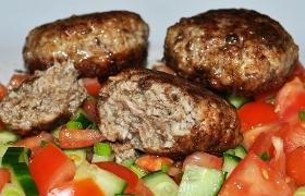 Мясные котлеты с бородинским хлебом