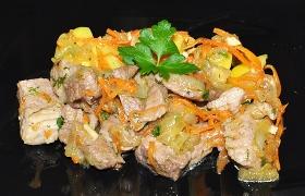 Жареная свинина с корейской морковью