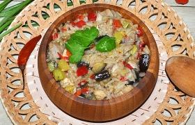 Курица, тушенная с овощами и рисом