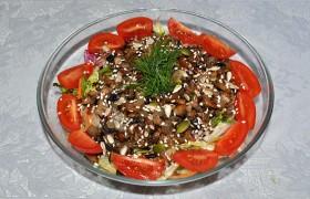 Салат с грибами и салатным миксом
