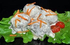 Тефтели с грибами в сливочном соусе