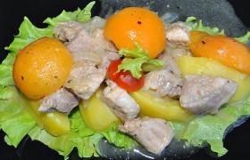 Тушеная свинина с абрикосами и вином