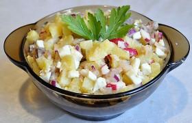 Салат с копченой скумбрией, картофелем и редисом